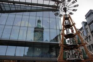 Stadt der Moderne - Pyramide auf dem Weihnachtsmarkt - Weihnachtliche Stadtführung
