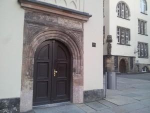 Eingangsportal des ehemaligen Lyzäums - Stadführung - Ramona Wagner